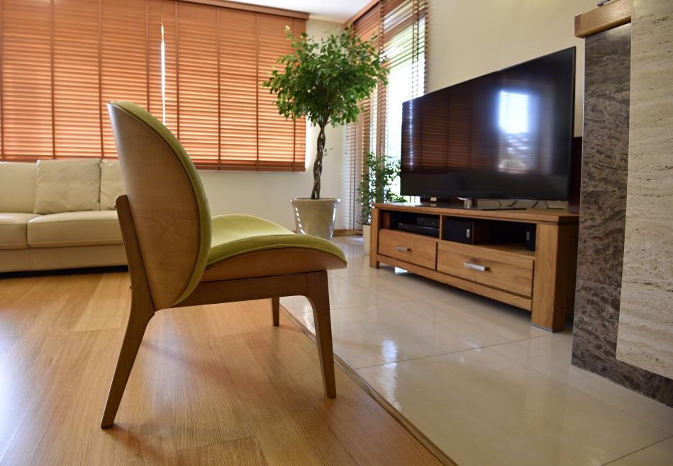 zelene kreslo do obývačky